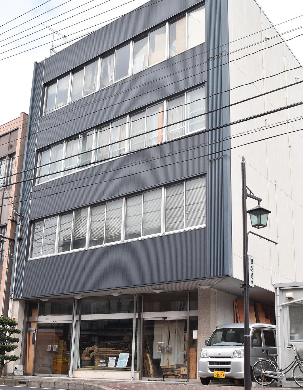 平成16年 大阪春場所 優勝作品(紫檀高卓飾り台)製作中の代表